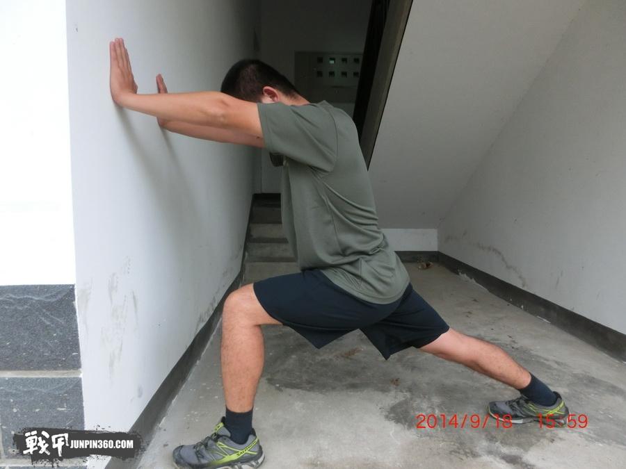 图13 穿体能训练服跑前.JPG