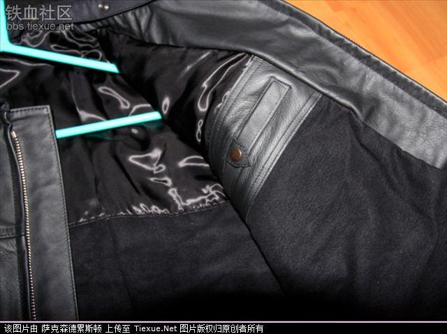 织物领子   右边内口袋   衣服里面 肩部,以及肩章的安装方式   左边图片