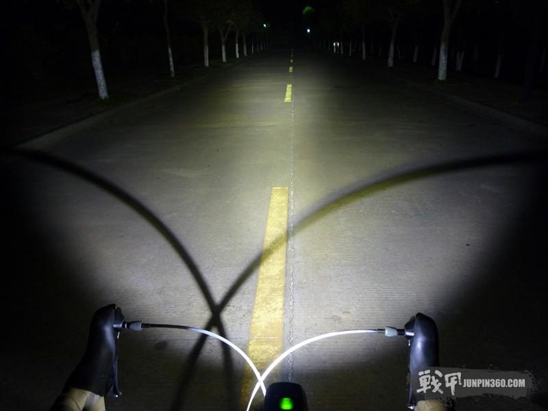 骑行应该用什么样的车灯?为什么不能使用强光手电骑行