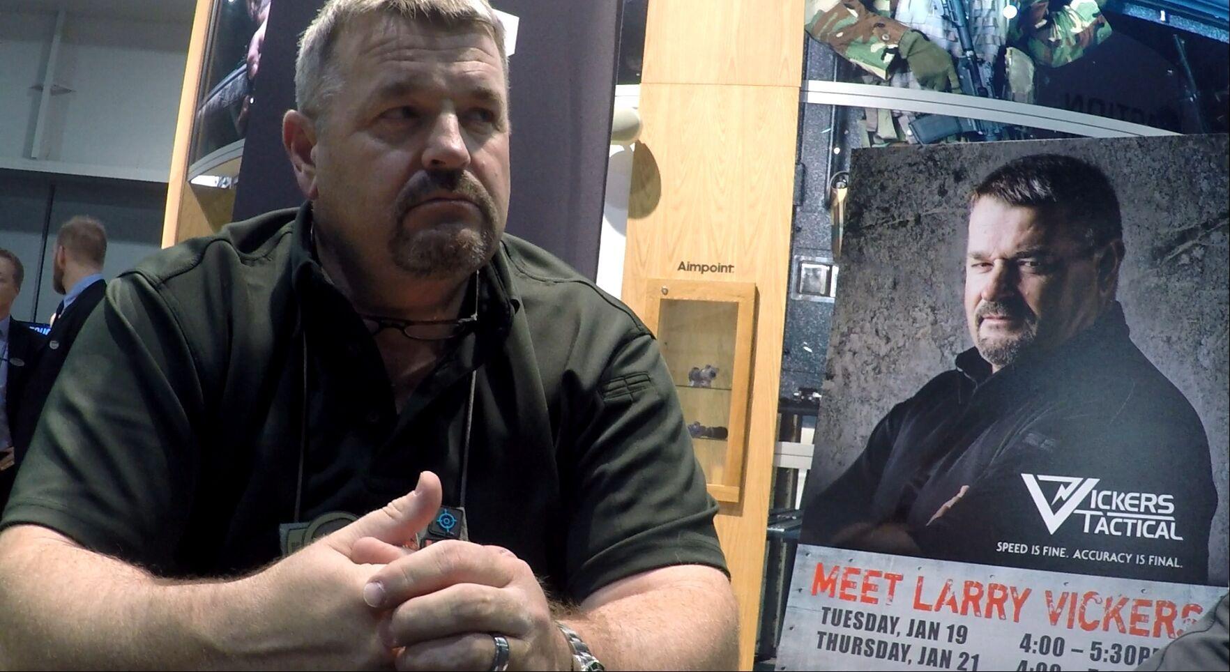 SHOTSHOW 战甲网采访战术教官Larry Vickers