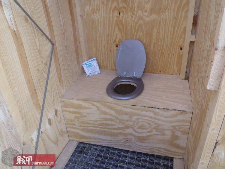 121112-lcpl_hylands_blog-pb_clifton_toilet-2tp[1].jpg