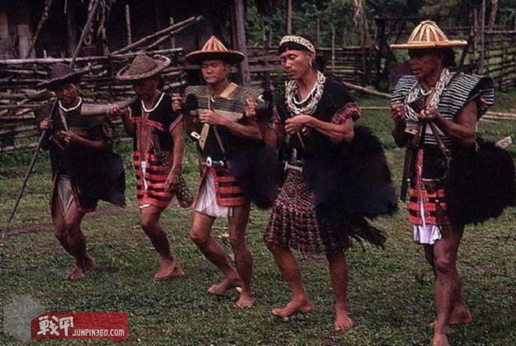 装备装具 作战装具  太平洋岛屿的土著战士用藤与麻编制的战甲.