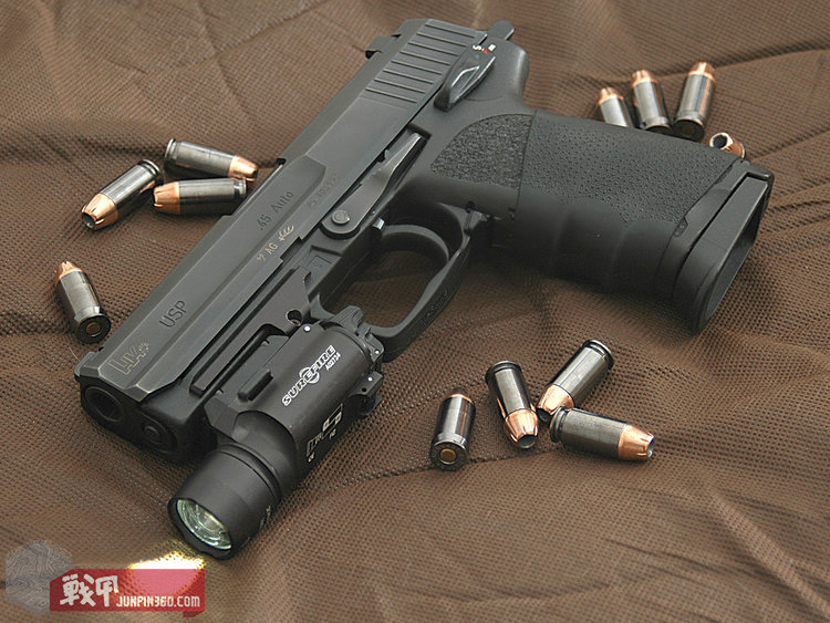 HK_USP_45_surrounded_by_.45_caliber_Hornady_TAP_(+P)_jacketed_hollow_point_rounds[1].jpg