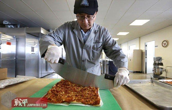 MRE-Pizza_Gray1_t800.jpg