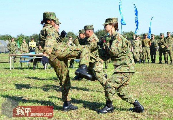 训练中的陆自女性自卫官.jpg