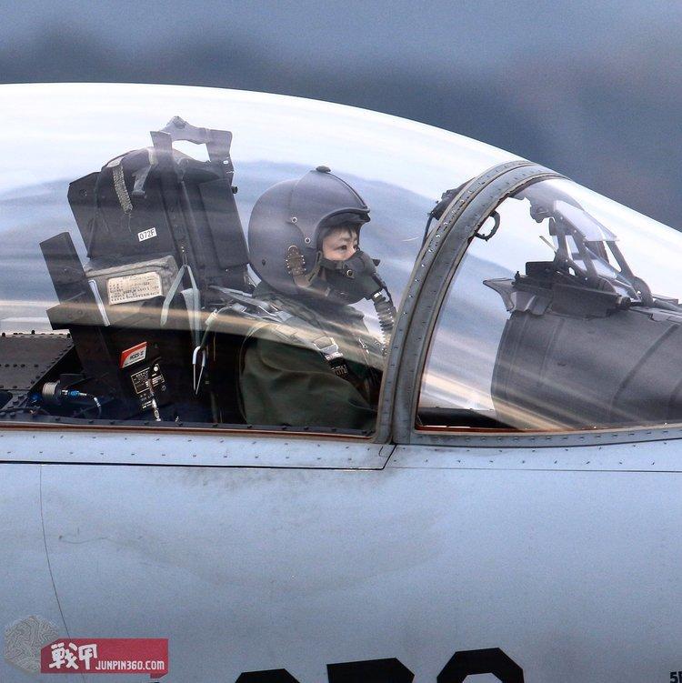 女战斗机学员.jpg