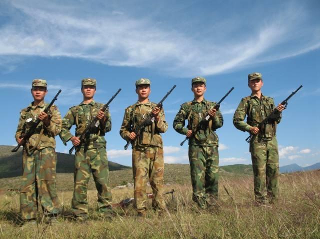 献礼八一·中国人民武装警察部队30年间作训服的变迁(3)跟风之余