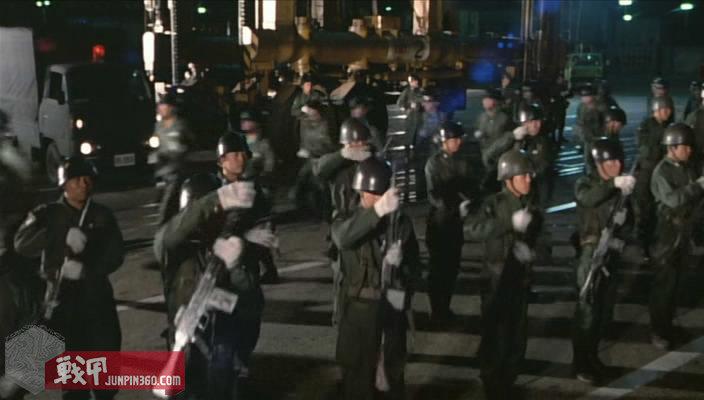《哥吉拉vs王者基多拉》中使用64式自动步枪并身穿65式作业服的自卫队员.jpg