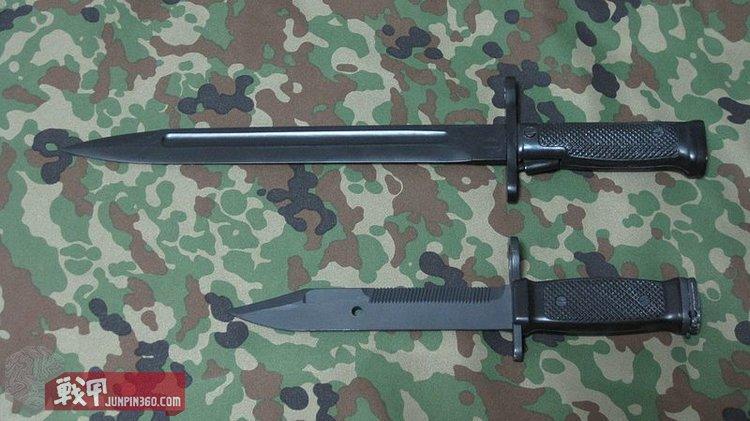 上为64式刺刀,下位89式多用途刺刀.JPG