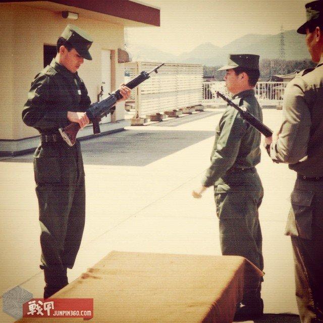 1994年入队式上使用64式进行武器授予仪式.jpg