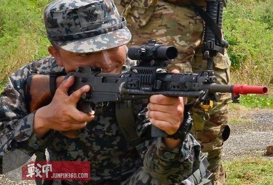 空自对64式自动步枪也有现代化改造.jpg