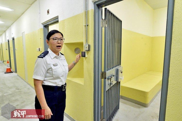 8 香港警察的羁留室.jpg