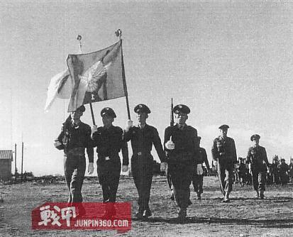 1 警察预备队队员及其连队旗帜.jpg