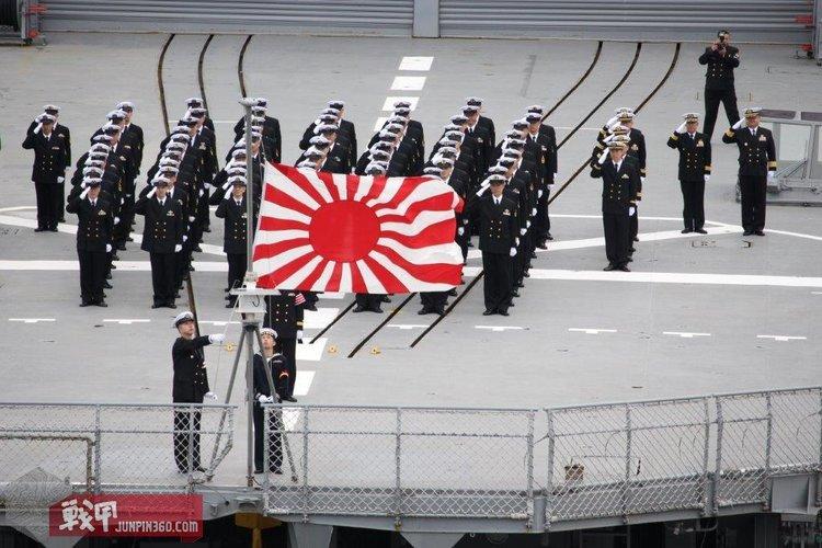 6 白根号直升机驱逐舰退役除籍时的降旗仪式.jpg