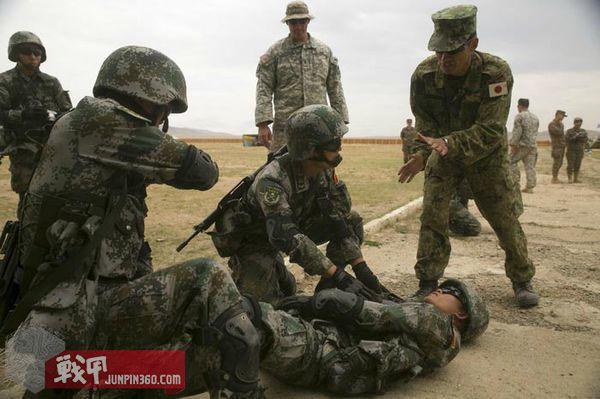 1 2015年的可汗探索军演,解放军和自卫队进行联合训练.jpg
