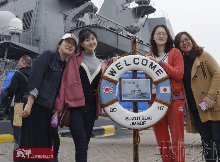 3 2019年在青岛参观凉月号驱逐舰的普通群众.jpg