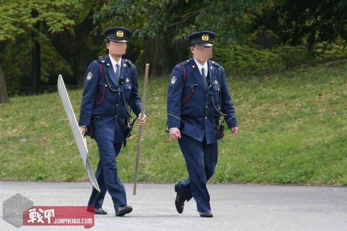 16 警杖算是日本警察的标志性装备了.jpg