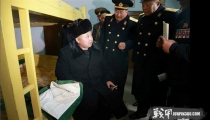 金正恩将军冒大雪视察海军潜艇部队