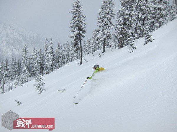 G4OUT.COM-02-Will-Dean-shredding-Washington-state-pow-pow-in-the-Patagonia-M10.-Uninsulated-hardshells-are-our-testers-favorite-type-of-jacket-for-backcountry-[1].jpg