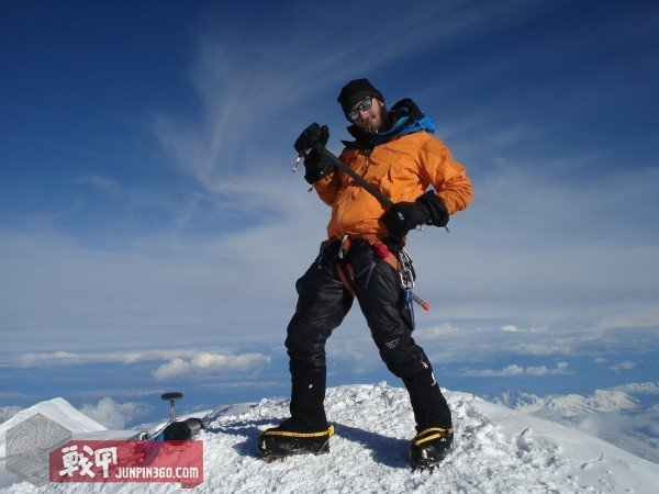 G4OUT.COM-10-Brad-Miller-jamming-out-in-the-Patagonia-Super-Pluma-on-top-of-Mt.-McKinley-Denali-20320-ft.-Alaska[1].jpg