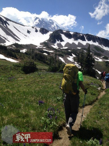 G4OUT.COM-02-Side-by-side-backpacking-pack-comparisons-with-a-REI-Flash-62-shown-here-in-Mt.-Rainier-National-Park[1].jpg