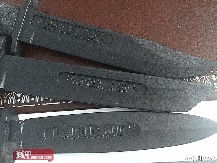 Training Knife。包括冷钢、极端武力、爱默生等公司都有自己的练习刀,材质多为硬塑。