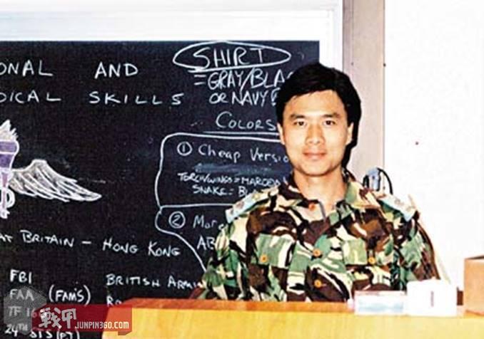 曾广标当时的训练照片,注意看他身后黑板的左下角,绝对是大卡司