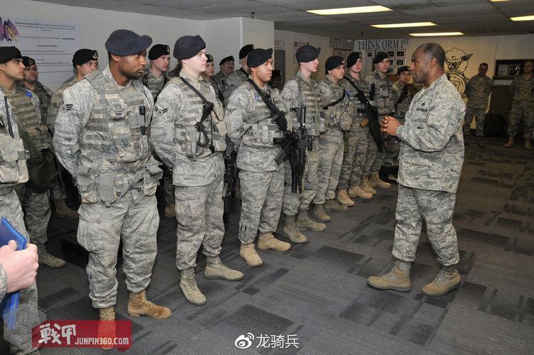 使用陆军UCP迷彩外挂空军ABU附件包的美国空军宪兵