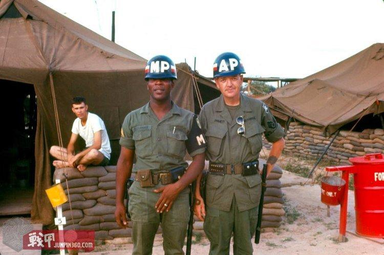 在越南战场,联合执勤的陆军宪兵与空军宪兵.jpg