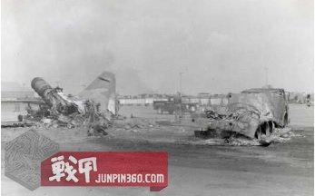 越南边和空军基地被游击队摧毁的飞机残骸.jpg