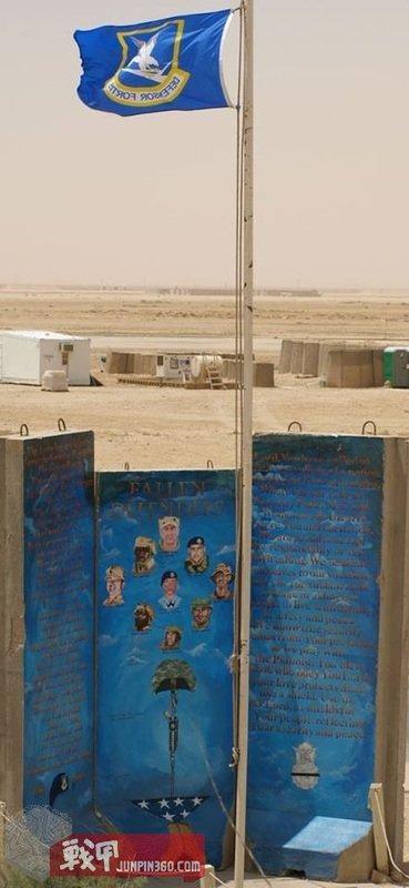 在伊拉克阿萨德空军基地阵亡的防御者纪念碑。.jpg