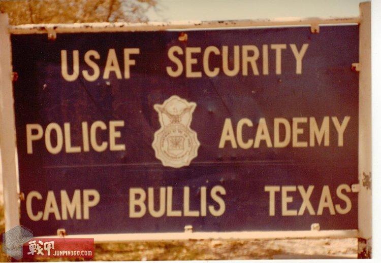 德克萨斯州布尔斯营地,美国空军安部队学院的牌子.jpg