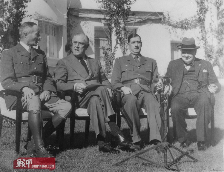 1280px-Franklin_D._Roosevelt,_Churchill,_Giraud,_and_DeGaulle_in_Casablanca_-_NARA_-_196990.jpg