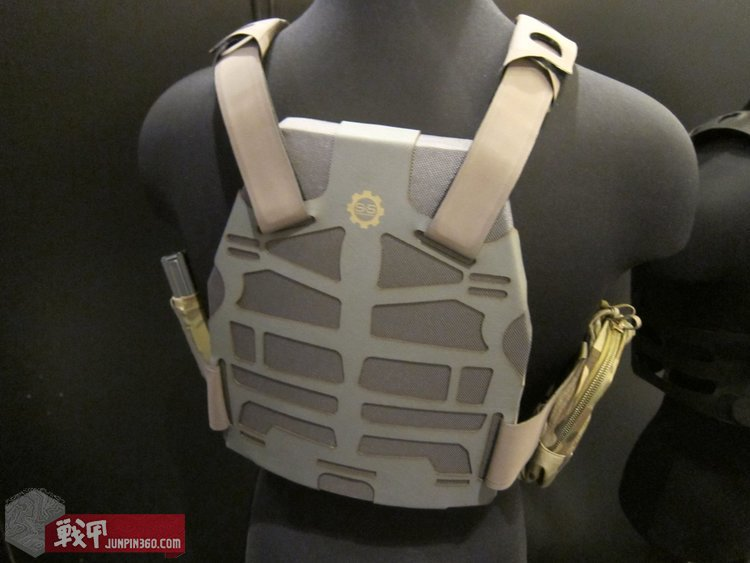 SS_Precision_Plate_Frame_Tactical_Armor_Plate_Carrier_Body_Armor_with_Velocity_Systems_API_BZ_Ballistic_Rifle_Plate_Armor_Plate_SHOT_Show_2012_DefenseReview.com_DR_9.jpg