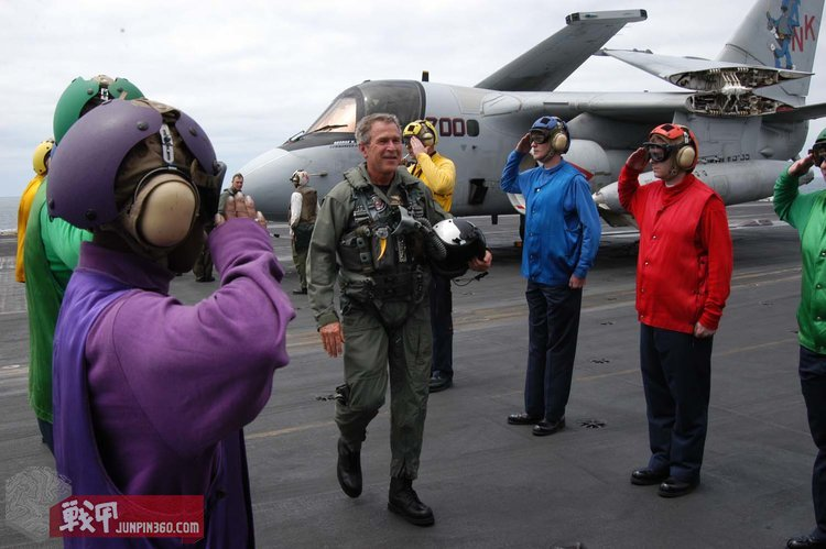 George_W_Bush_on_the_deck_of_the_USS_Abraham_Lincoln.jpg