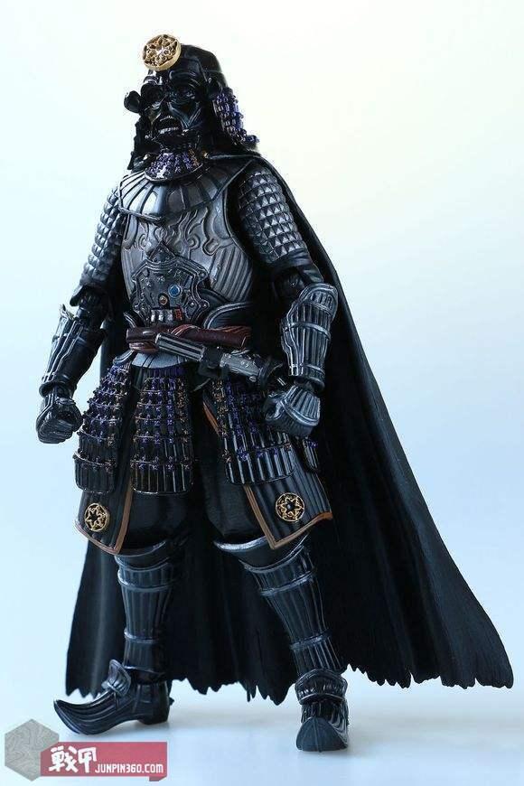 黑武士头盔原创设计师布莱恩声称从日本武士盔和二战德国军盔获取了设计灵感,玩具商据此推出了幕府版黑武士。.jpg