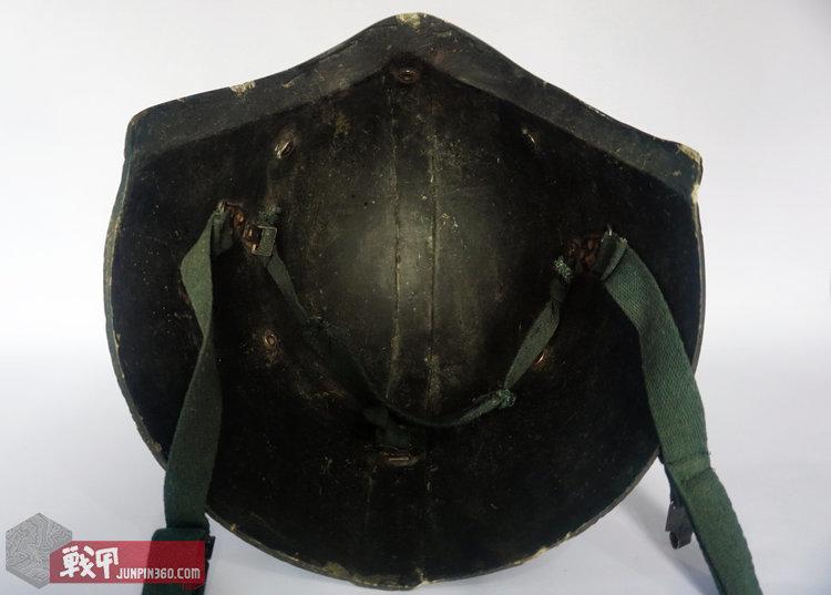 除去悬挂的星战盔内部可见与顶部隆起一致的纵线,这是真品与赝品的识别标示之一。.jpg