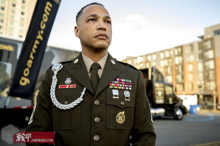 army-green-uniform-.jpg