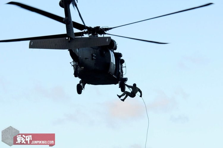 black-hawk-rappelling.jpg