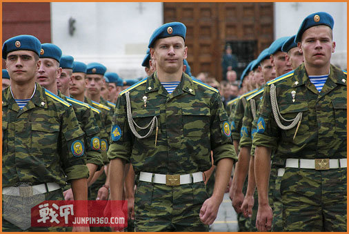 vdv_russian_paratroopers_in_red_square.jpg