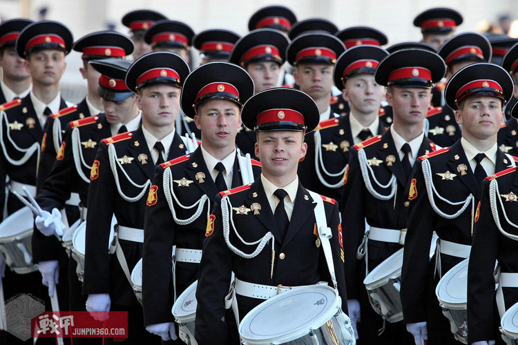 2013红场阅兵上的该军校学员方阵